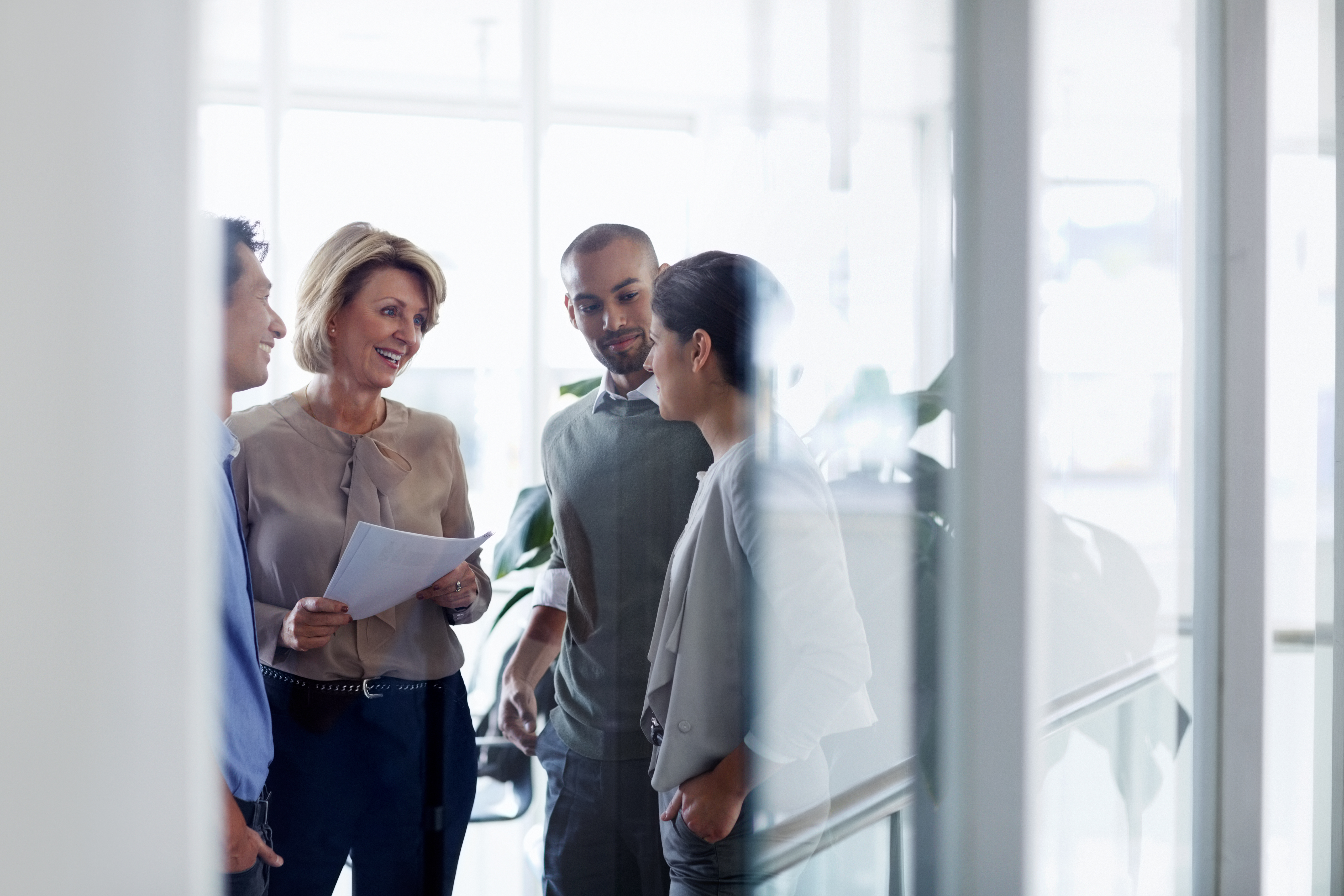 businesswoman-discussing-with-colleagues-3